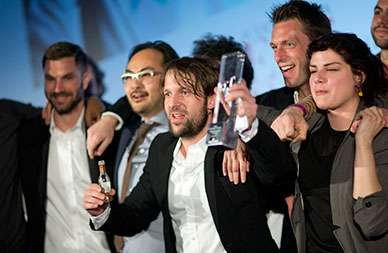 René Redzepi im Siegestaumel / © The World's 50 Best Restaurants 2014 sponsored by S.Pellegrino & Acqua Panna and onEdition Photography, the official the photographers for 2014