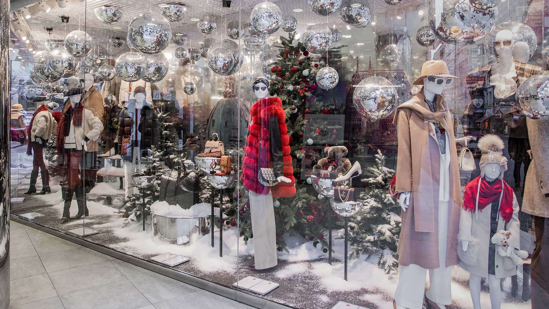 Auf der Suche nach den neusten Fashion Trends, kommt man am Wiener Kaufhaus Steffl nicht vorbei! Im Dezember erwarten einen hier außerdem unsere exklusiven Duftkerzen der Falstaff LIVING Home Collection. In diesem Sinne: Happy Shopping! steffl-vienna.at​​​​​​​