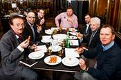 Hochkarätige Jury in der neuen Lounge im Wiener Bristol: Gastronom Josef Bitzinger, Kult-Fleischhauer Manfred Höllerschmid, »Café Central«-Chefkoch Bernhard Laimer, »The Butcher« Hans Schwarz, Falstaff-­Redakteur Bernhard Degen, Sommelier-Ausbildn