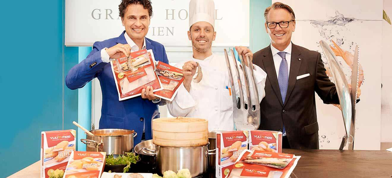 Yuu'n Mee-Chef Robert Herman präsentiert seine Produkte im Grand Hotel, mit Executive Chef Jürgen Lengauer & General Manager Horst Mayer
