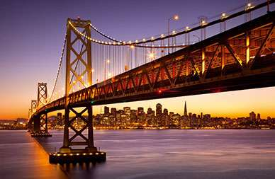 Bay-Bridge und San Francisco Finanzviertel © Mauritius