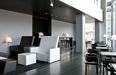 Stylishes Interieur im Lobby-Café des Sofitels am Donaukanal