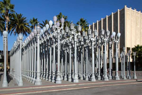 Installation vor dem Los Angeles County Museum of Art (LACMA).